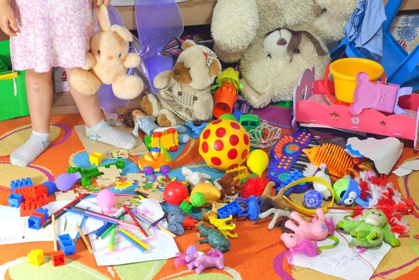 ребенок портит игрушки