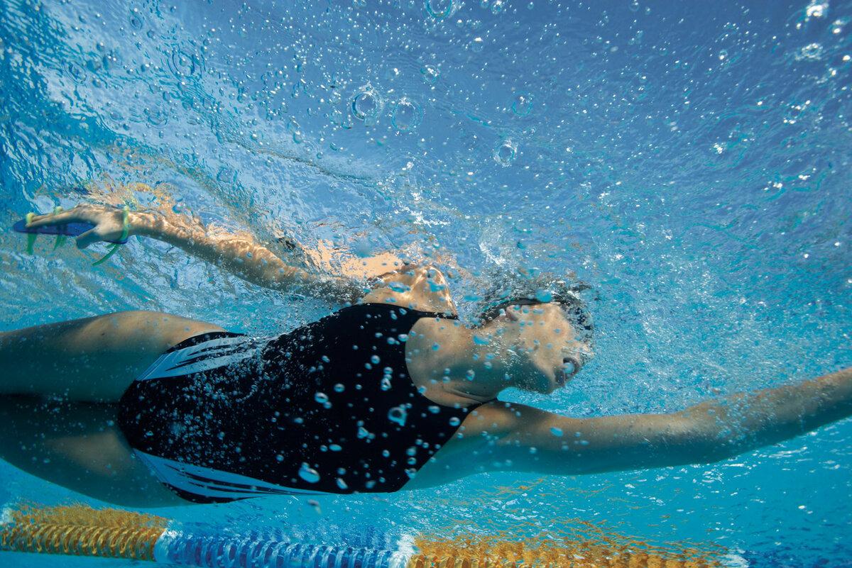 Картинка плаваю в бассейне