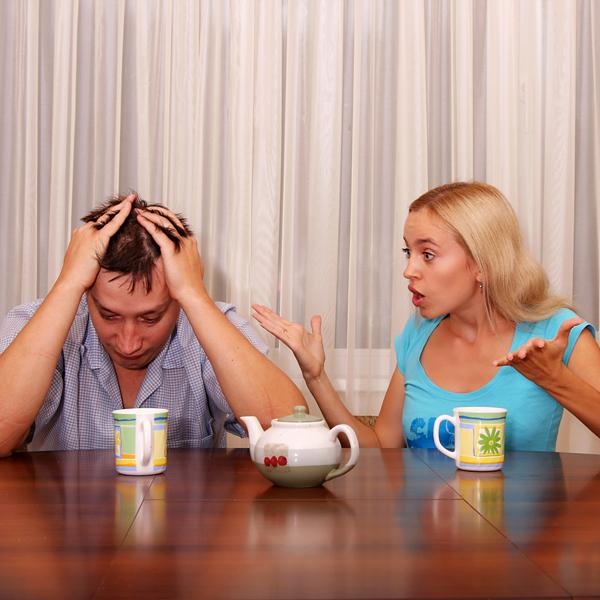 жена ревнует мужа